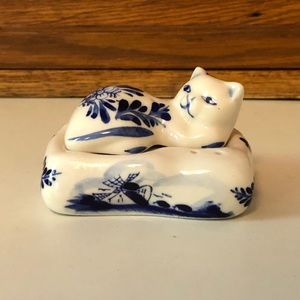 Vintage Delft Blue Cat and Pillow Salt and Pepper